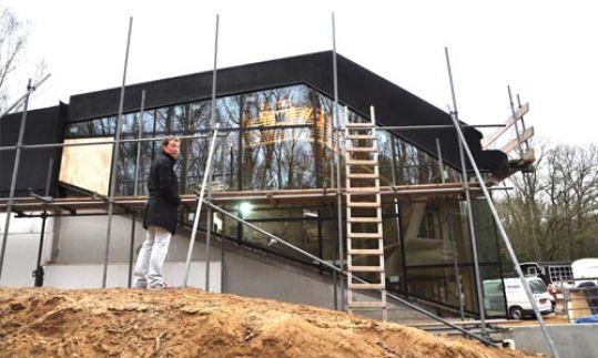 Nieuwbouw in de grond verzonken woonhuis te huizen for Bijzondere woningen